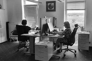 Kerbl East oddział w Małopole, kobiety siedzą w biurze wykonując swoje czynności.
